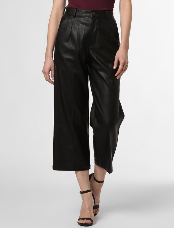 Czarne spodnie Marie Lund w rockowym stylu