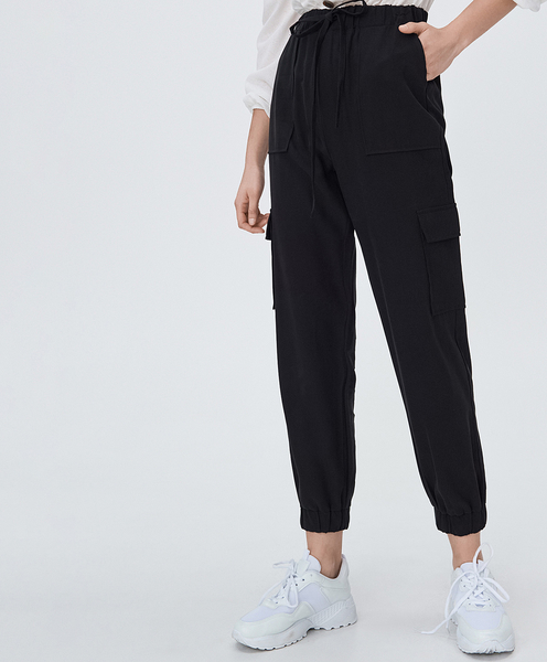 Czarne spodnie Sinsay w sportowym stylu
