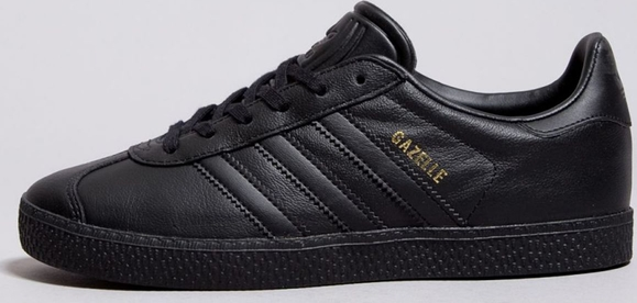 0eb78f46167a8 Czarne trampki Adidas w sportowym stylu z płaską podeszwą niskie