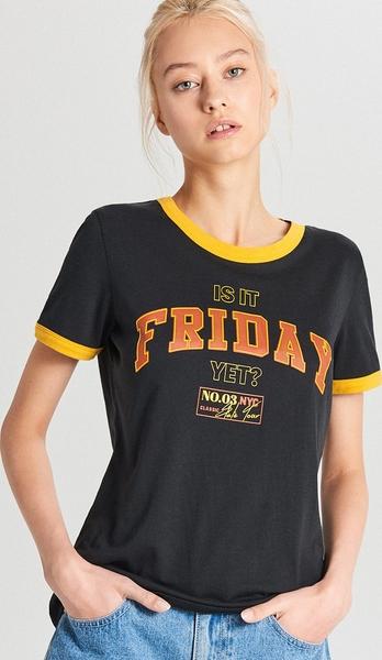 Czarny t-shirt Cropp w młodzieżowym stylu z krótkim rękawem