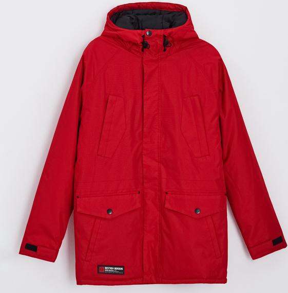 Czerwona kurtka Cropp w młodzieżowym stylu