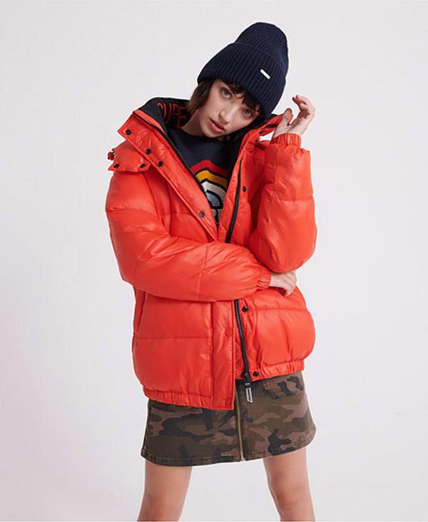 Czerwona kurtka Superdry krótka w stylu casual