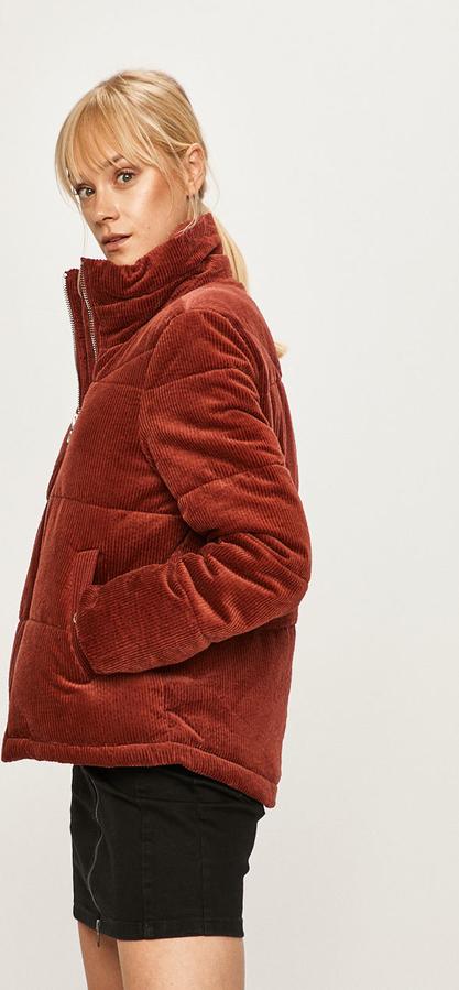 Czerwona kurtka Vero Moda krótka