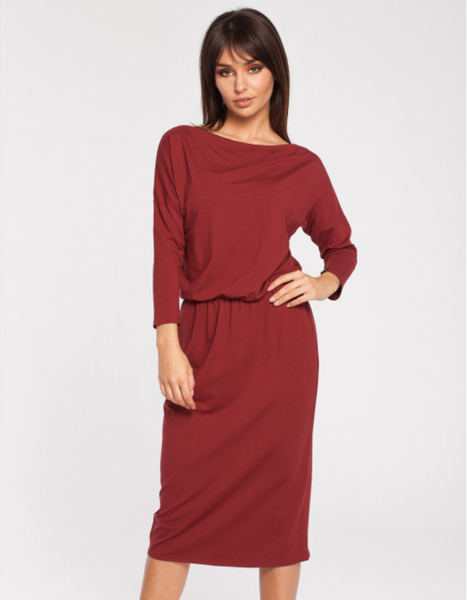 Czerwona sukienka Be dopasowana z długim rękawem midi