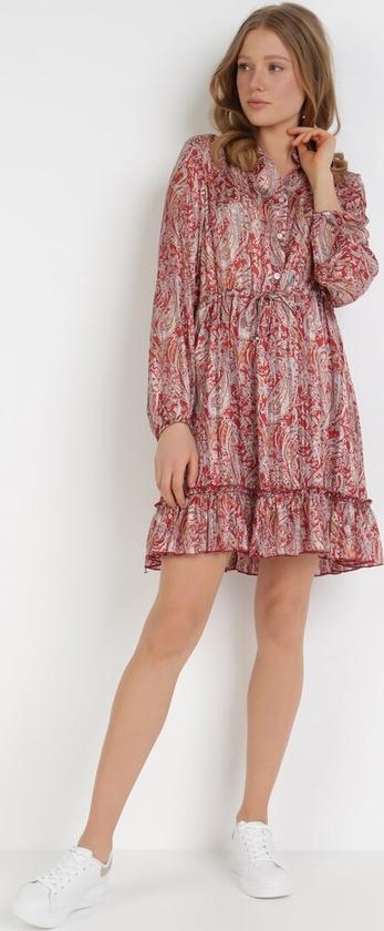 Czerwona sukienka born2be trapezowa mini z długim rękawem