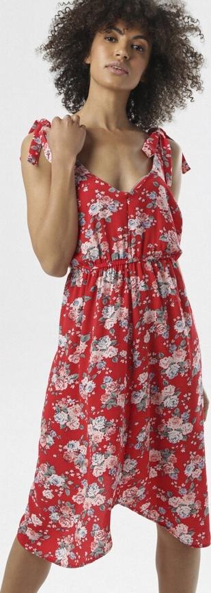 Czerwona sukienka born2be z dekoltem w kształcie litery v