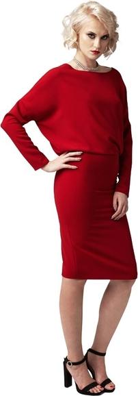 Czerwona sukienka fADD z tkaniny z dekoltem w łódkę
