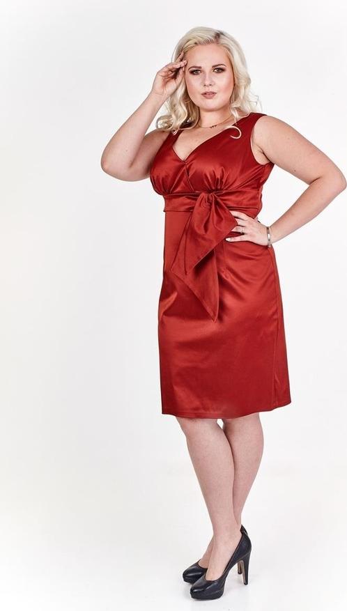 Czerwona sukienka Fokus midi z dekoltem w kształcie litery v bez rękawów