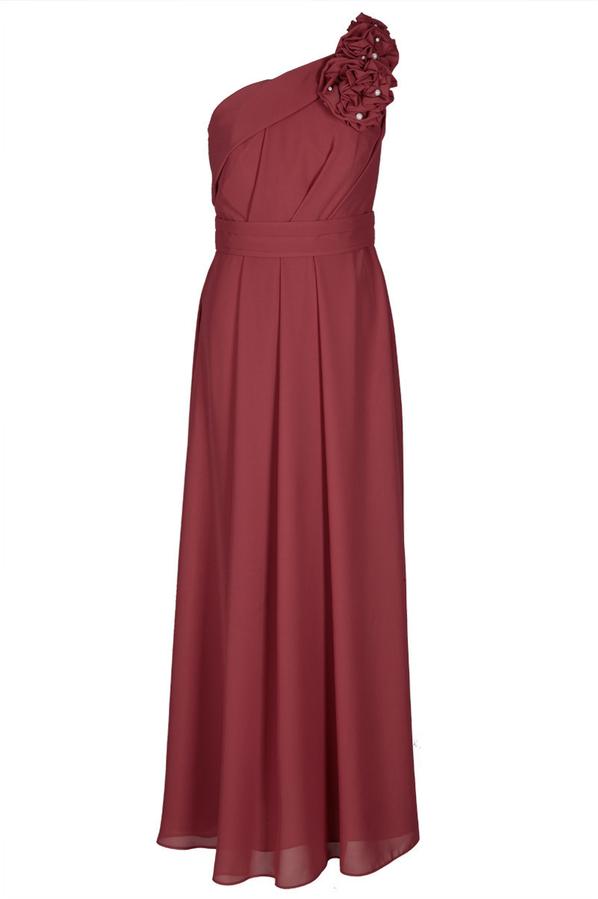Czerwona sukienka Fokus z asymetrycznym dekoltem rozkloszowana maxi