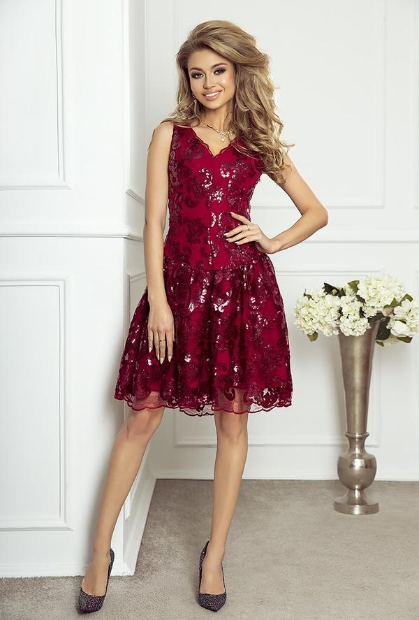 Czerwona sukienka imesia.pl rozkloszowana z dekoltem w kształcie litery v