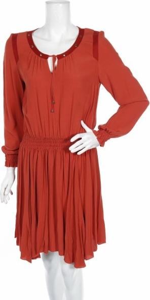Czerwona sukienka La Moda Est A Vous z okrągłym dekoltem z długim rękawem w stylu casual