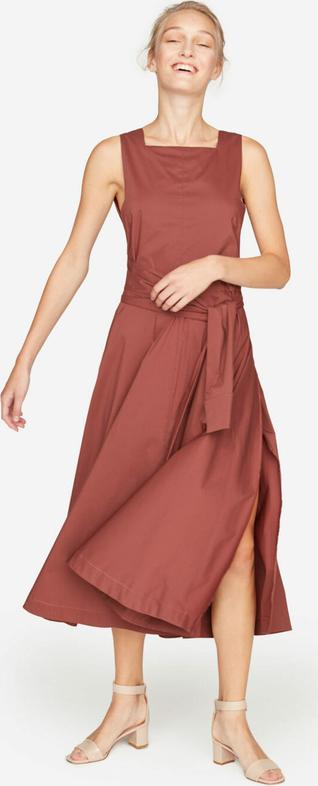 Czerwona sukienka Liviana Conti bez rękawów z dekoltem w karo rozkloszowana