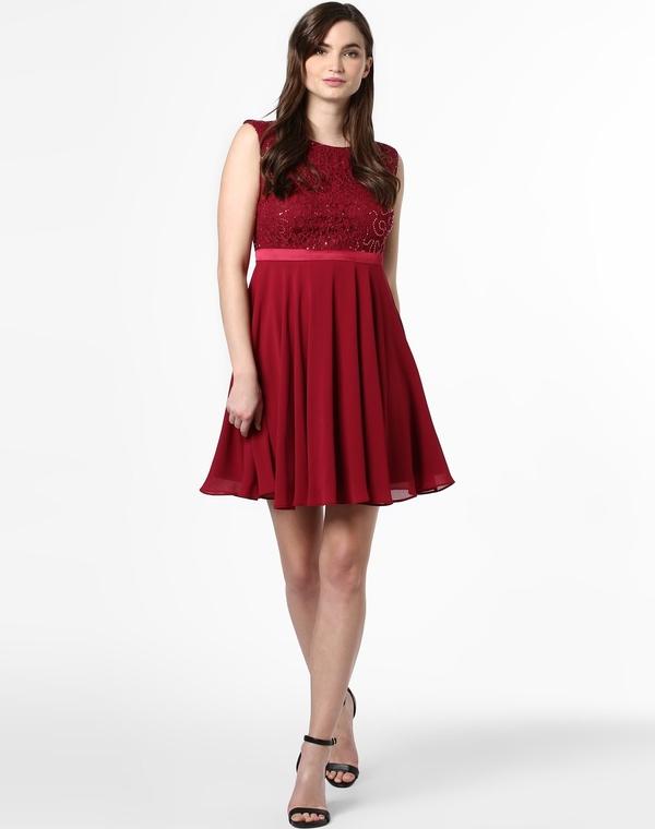 Czerwona sukienka Marie Lund z okrągłym dekoltem z szyfonu