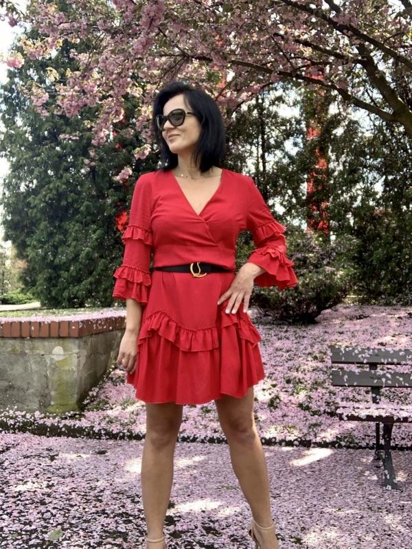 Czerwona sukienka Miley.pl z długim rękawem w stylu casual
