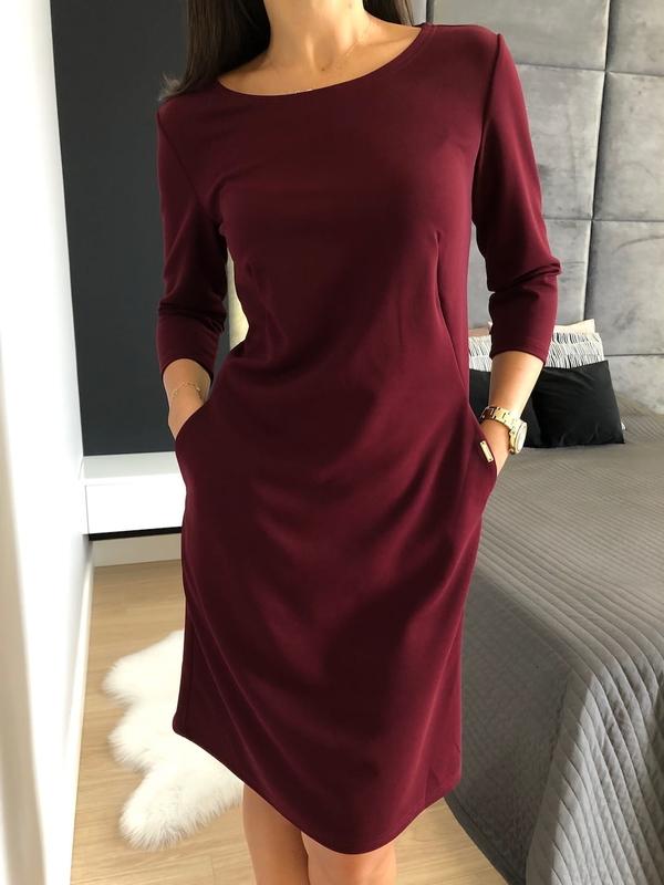 Czerwona sukienka ModnaKiecka.pl z okrągłym dekoltem z długim rękawem