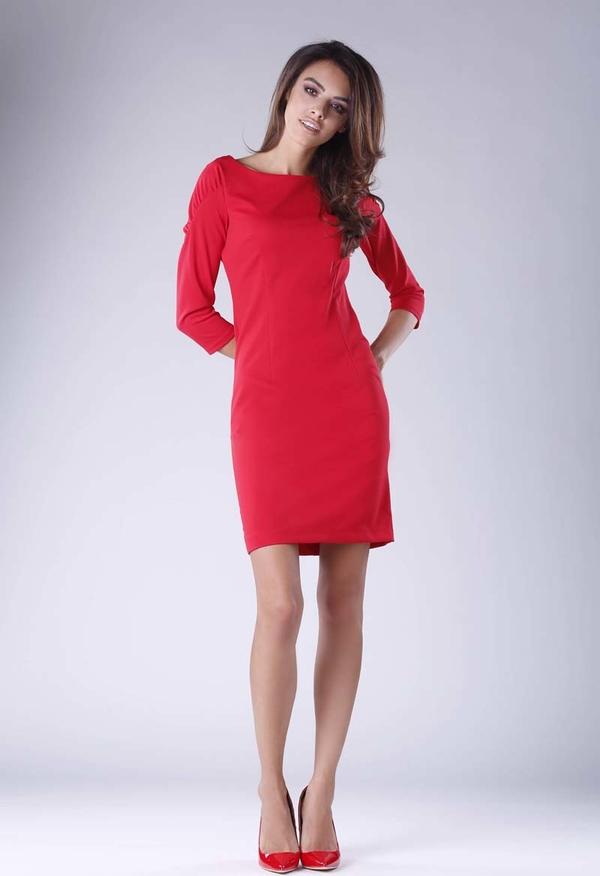 Czerwona sukienka Nommo z okrągłym dekoltem z długim rękawem dopasowana