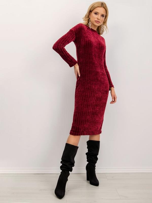 Czerwona sukienka Sheandher.pl w stylu casual z okrągłym dekoltem