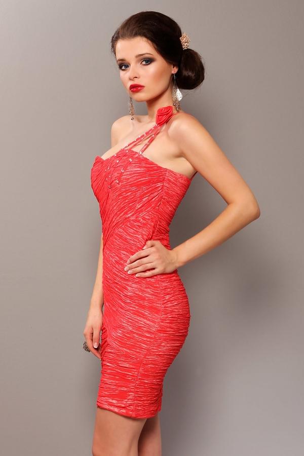 Czerwona sukienka TAGLESS dopasowana bez rękawów