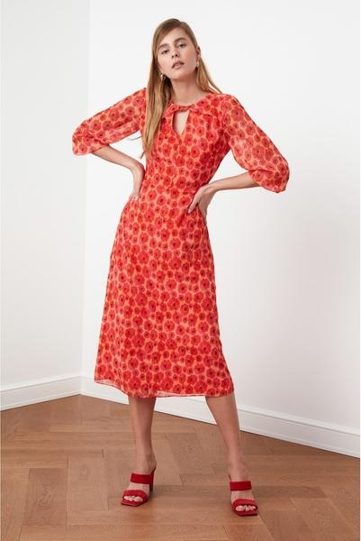 Czerwona sukienka Trendyol z dekoltem w kształcie litery v z długim rękawem