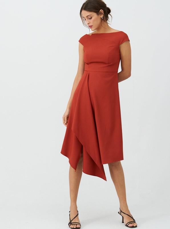 Czerwona sukienka V by Very z krótkim rękawem asymetryczna
