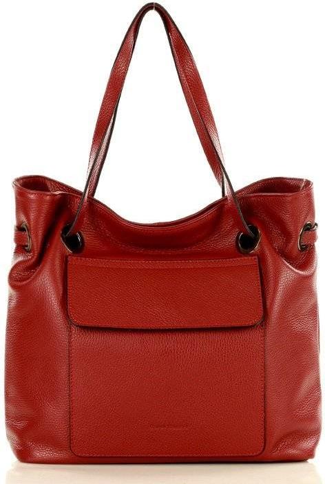 Czerwona torebka Merg w wakacyjnym stylu
