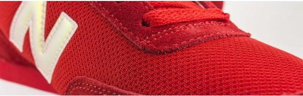 Czerwone buty New Balance sznurowane z płaską podeszwą w sportowym stylu