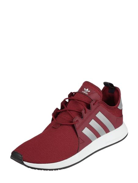 Czerwone buty sportowe Adidas Originals w sportowym stylu