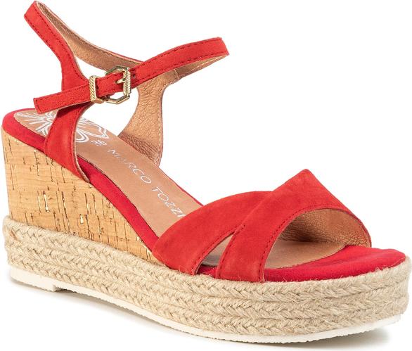 Czerwone sandały eobuwie.pl z klamrami na średnim obcasie na koturnie
