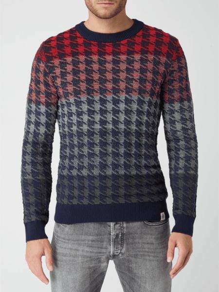Czerwony sweter McNeal