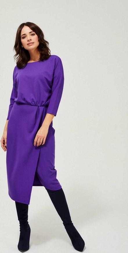 Fioletowa sukienka Moodo z okrągłym dekoltem