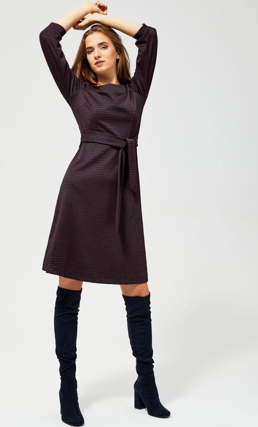 Fioletowa sukienka Moodo z okrągłym dekoltem mini z długim rękawem