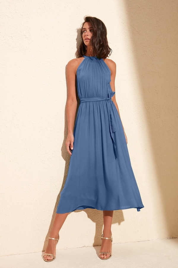 Fioletowa sukienka Trendyol z dekoltem halter