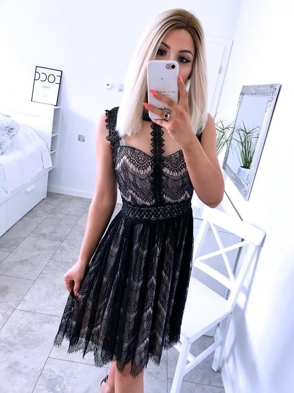 Granatowa sukienka Magmac midi z tiulu z okrągłym dekoltem