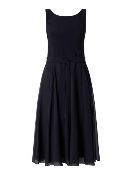 Granatowa sukienka Vera Mont z szyfonu rozkloszowana bez rękawów