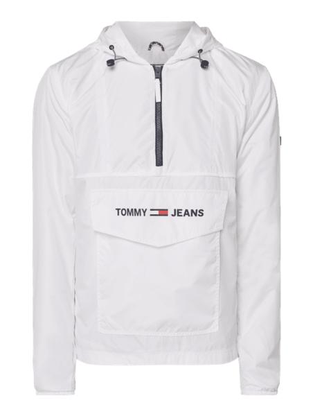 Kurtka Tommy Jeans w młodzieżowym stylu