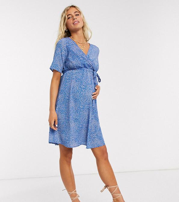 Mama Licious Mamalicious Maternity – Kopertowa sukienka mini z niebieskim nadrukiem w kwiaty