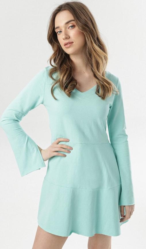 Miętowa sukienka born2be z dekoltem w kształcie litery v