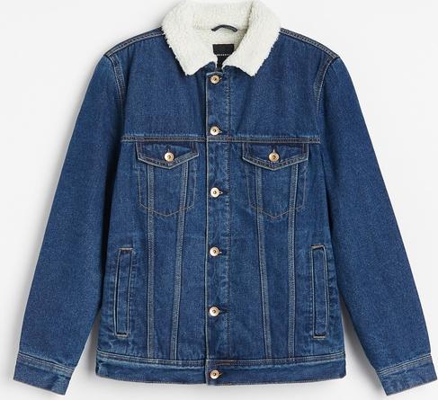 Niebieska kurtka Reserved w młodzieżowym stylu