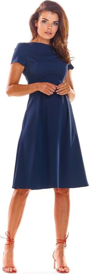 Niebieska sukienka Awama z okrągłym dekoltem z krótkim rękawem