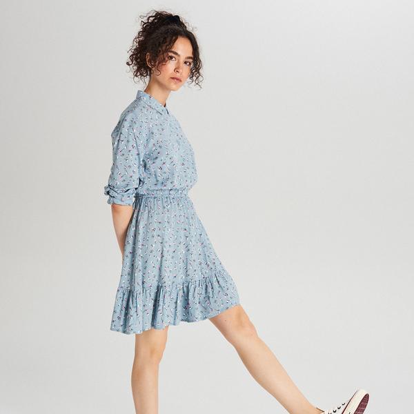 Niebieska sukienka Cropp rozkloszowana w stylu casual