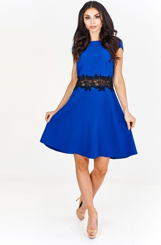 Niebieska sukienka Fokus midi z okrągłym dekoltem