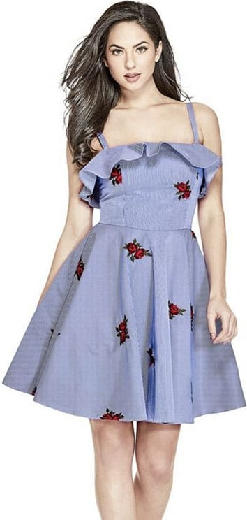Niebieska sukienka Guess z dekoltem halter mini