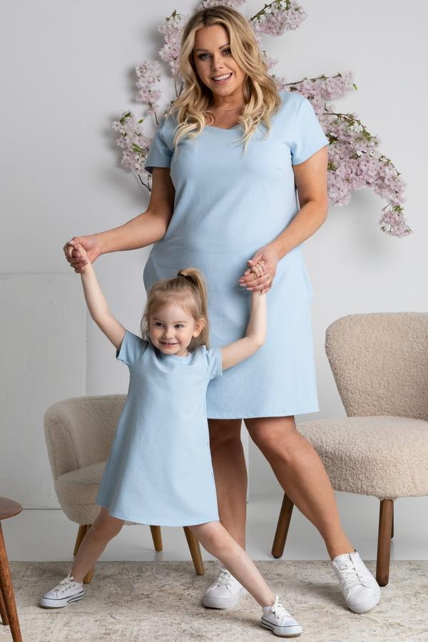 Niebieska sukienka KARKO trapezowa w sportowym stylu mini