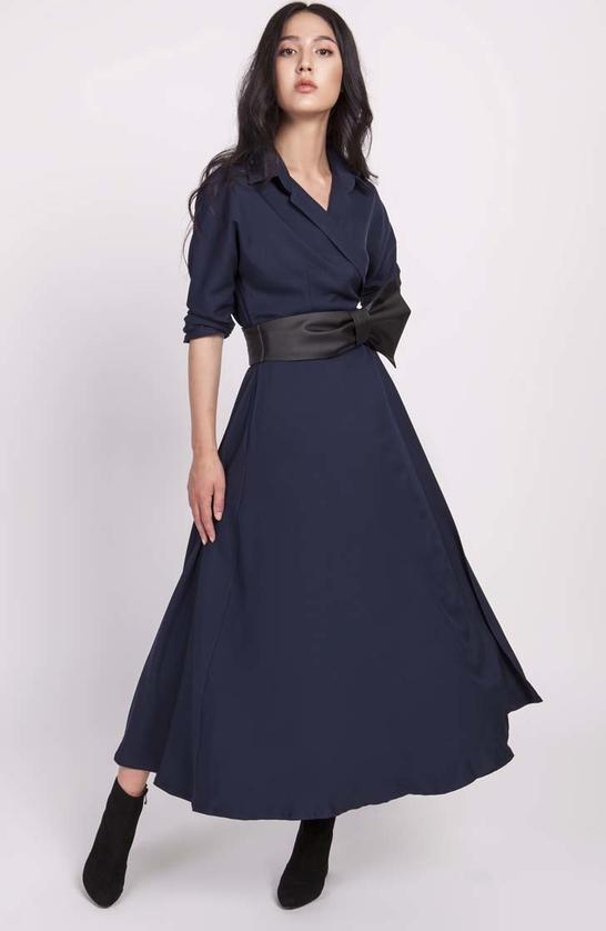 Niebieska sukienka Lanti kopertowa z dekoltem w kształcie litery v