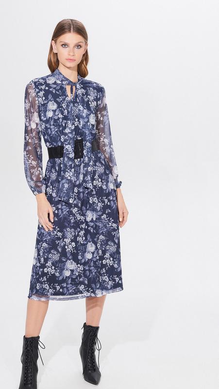 Niebieska sukienka Mohito midi z żabotem
