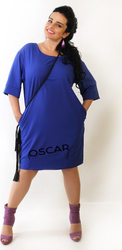 Niebieska sukienka Oscar Fashion z okrągłym dekoltem dla puszystych midi