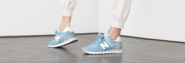 Niebieskie buty New Balance w sportowym stylu z płaską podeszwą z zamszu