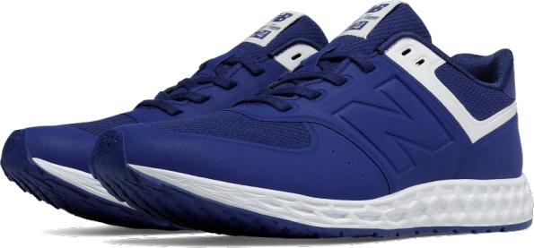 Niebieskie buty sportowe New Balance sznurowane z płaską podeszwą w sportowym stylu