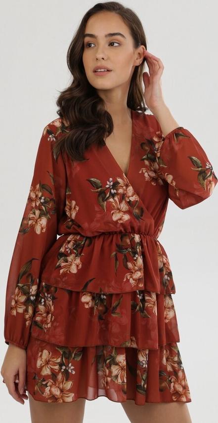 Pomarańczowa sukienka born2be z dekoltem w kształcie litery v z długim rękawem