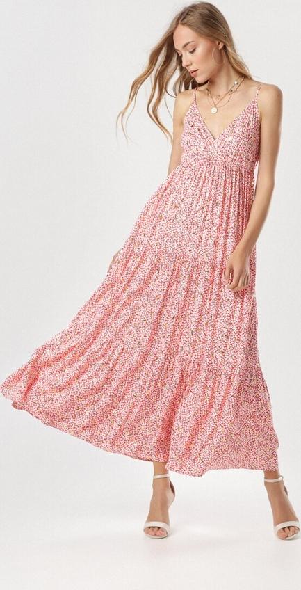 Różowa sukienka born2be na ramiączkach maxi